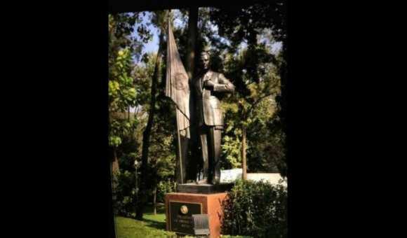 Image result for peña estatua los pinos